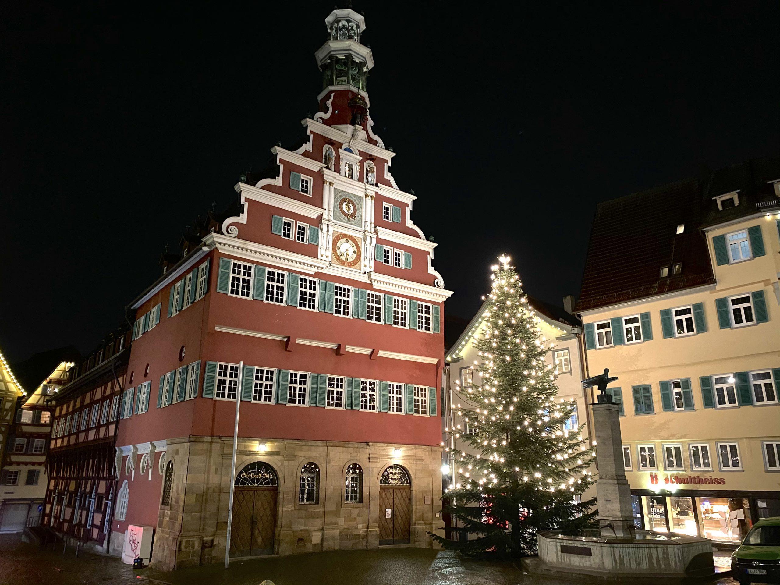 """Die Gemeinderatsfraktion der Freien Wähler und der Verein der Freien Wähler Esslingen wünschen ihnen harmonische und zufriedene Weihnachtsfest und viel Zuversicht, Hoffnung und Gesundheit für das neue Jahr."""" sagt der Vereinsvorsitzende Hermann Falch"""
